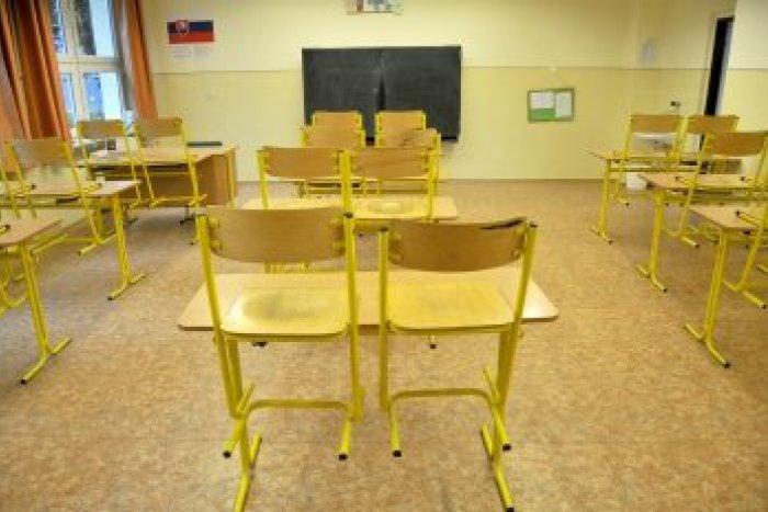 45a4a492344a Obvinenia učiteľov voči riaditeľke  V škole si zriadila byt ...